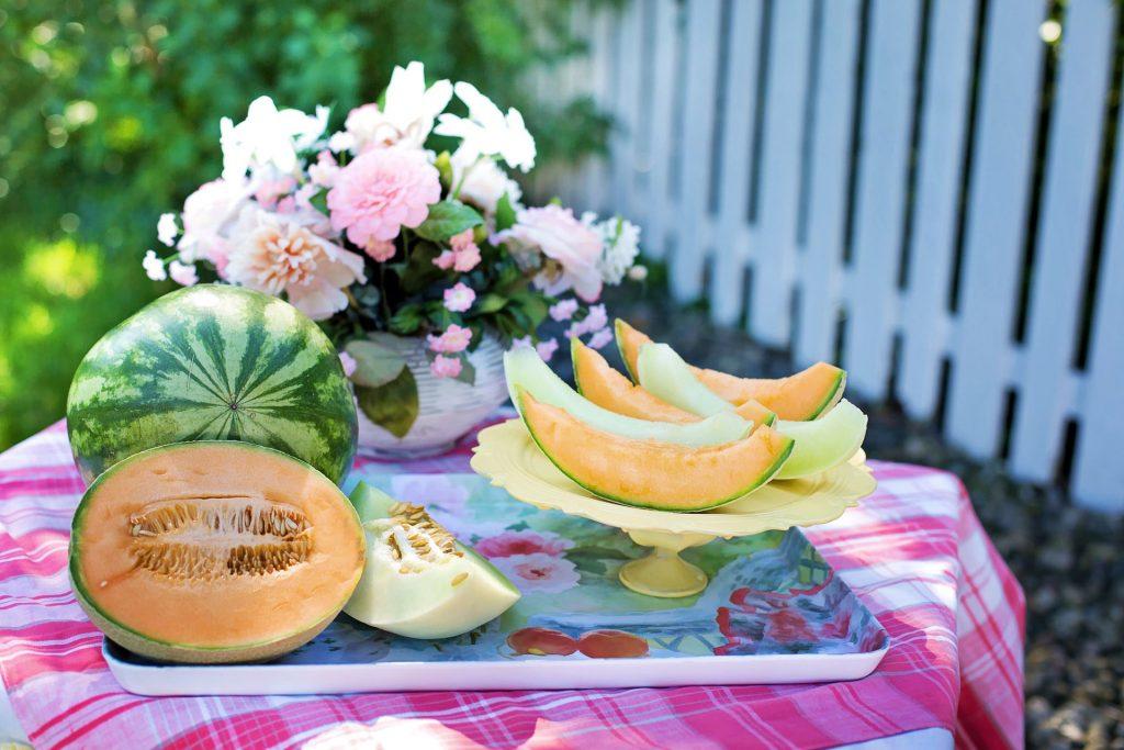 Сезонни храни, напитки и витамини през лятото с положително влияние върху зъбите и венците