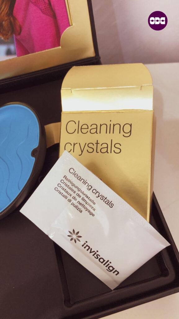 Почистващи кристали за алайнери Invisalign